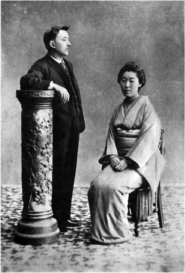 1892. Retrato de Lafcadio Hearn y Setsu Koizumi en Kumamoto, por Rihei Tomishige (1837-1922).