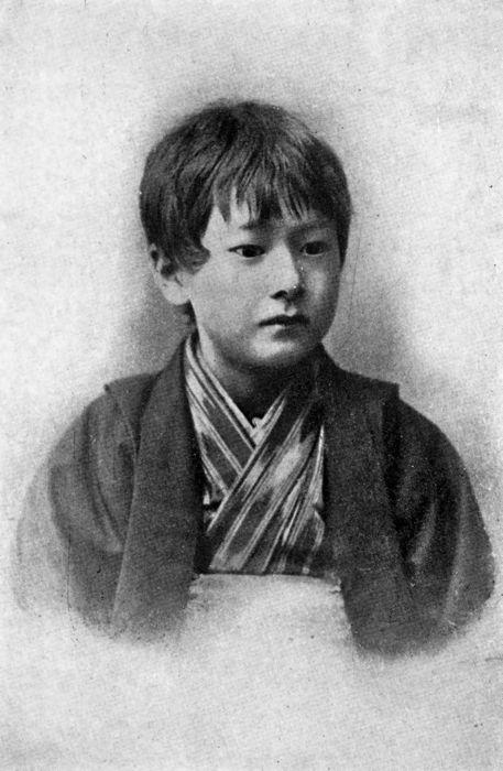 Kazuo (hijo mayor de Hearn), con unos 7 años de edad