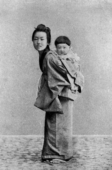Kazuo (hijo mayor de Hearn) y su niñera.