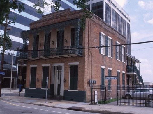 Edificio de Nueva Orleans en el que Lafcadio Hearn vivió en una habitación alquilada entre 1881-87.