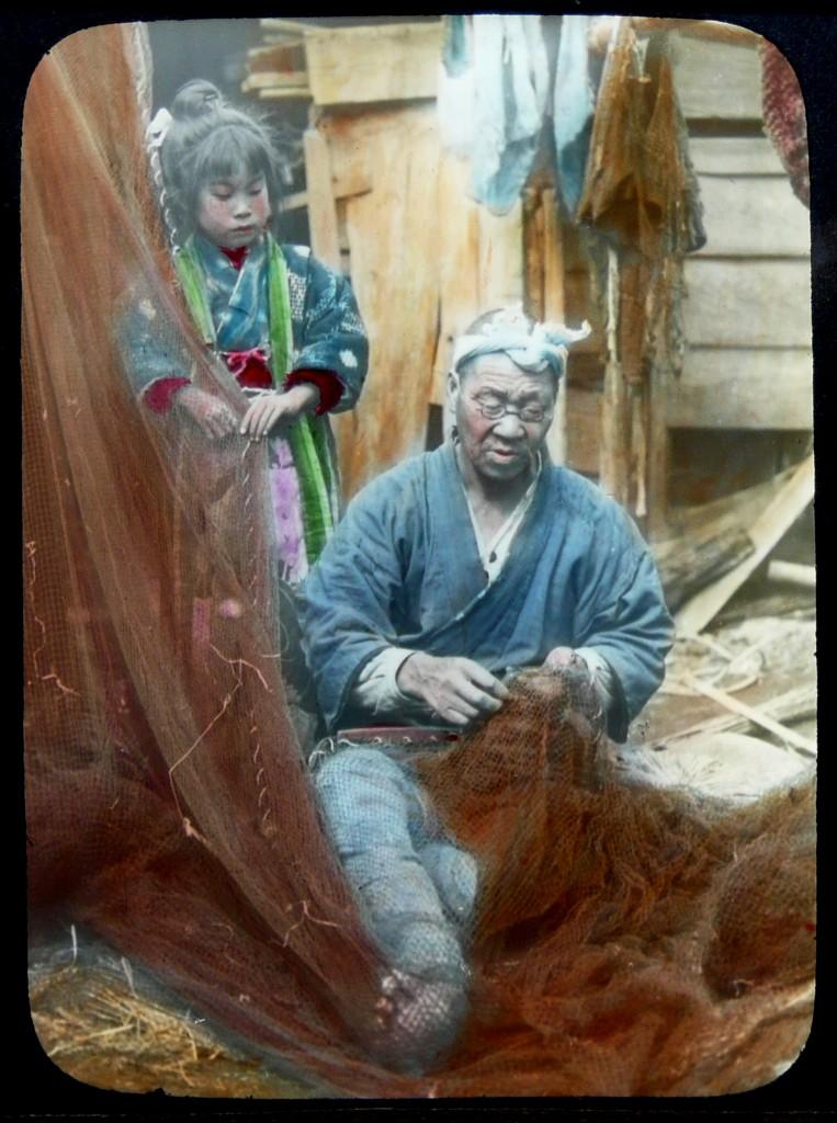 Niña con pescador, T. Enami, ca. 1910-1915.