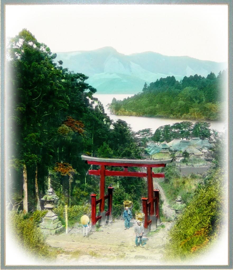 Panorámica del lago Ashi y el pueblo de Hakone. T. Enami.