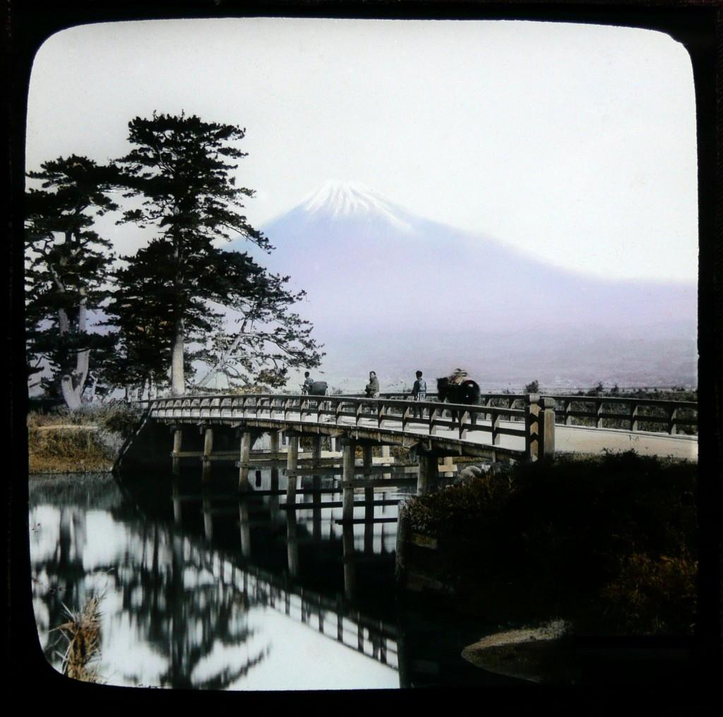 Monte Fuji visto desde Yoshiwara. T. Enami, ca. 1892-95.