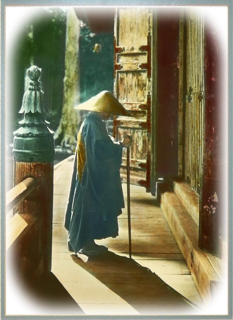 Sacerdote orando. T.Enami.