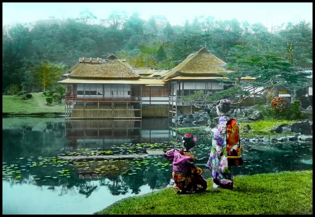 Dos maiko en los jardines Genkyu, Hikone, cerca de Kioto. T. Enami, ca. 1925-28.
