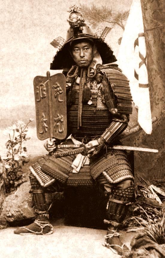 T. Enami ataviado con armadura samurái. Autorretrato, ca. 1898.